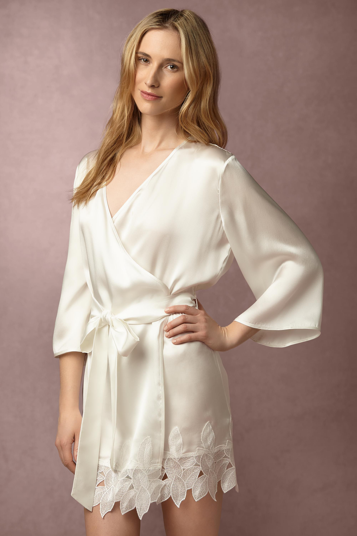 wedding worthy robes, bridal robes, bridesmaid robes, the best bridesmaid robes, bhldn robes, silk bridal robes