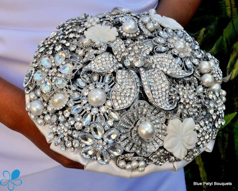 Brooch Bouquet – Loverly