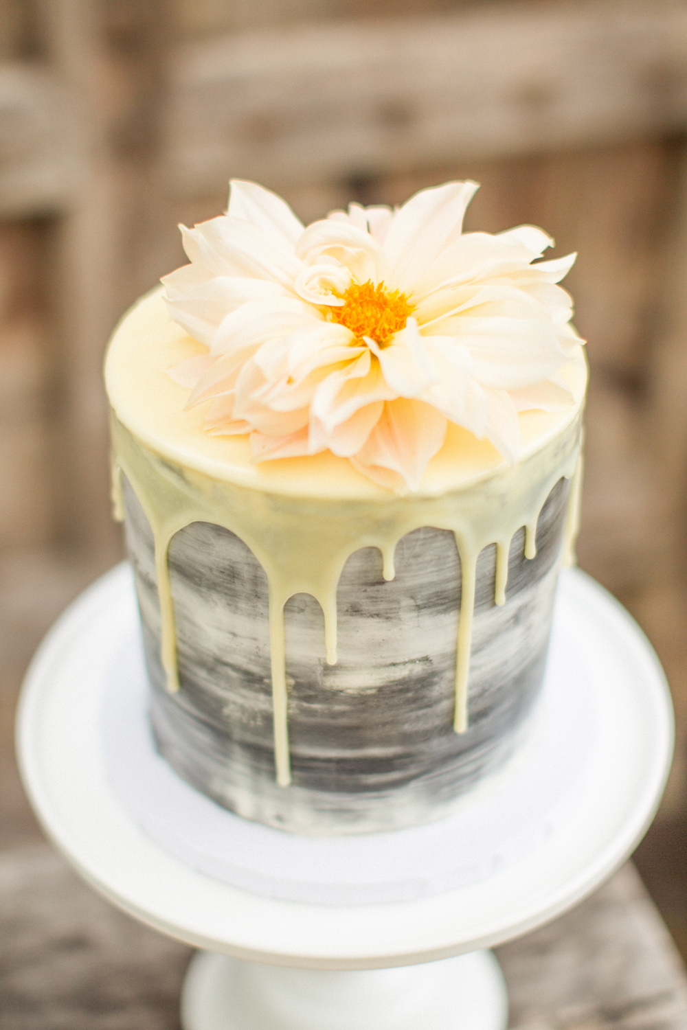 Cozy, Ethereal Wedding Inspiration at The General's Daughter, generals daughter wedding inspiration, drip wedding cake