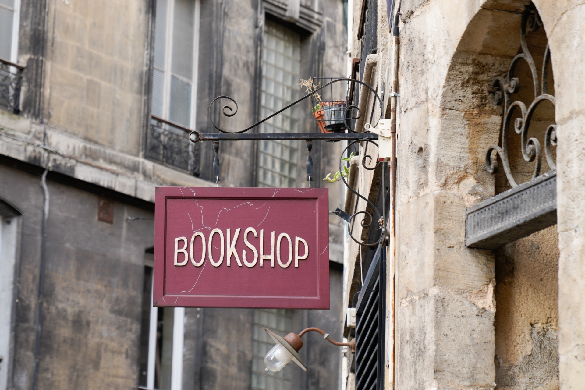 Booksellers important contributors to our high streets says new report