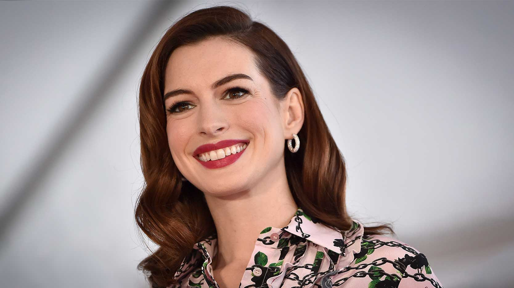 Anne Hathaway scrabble player