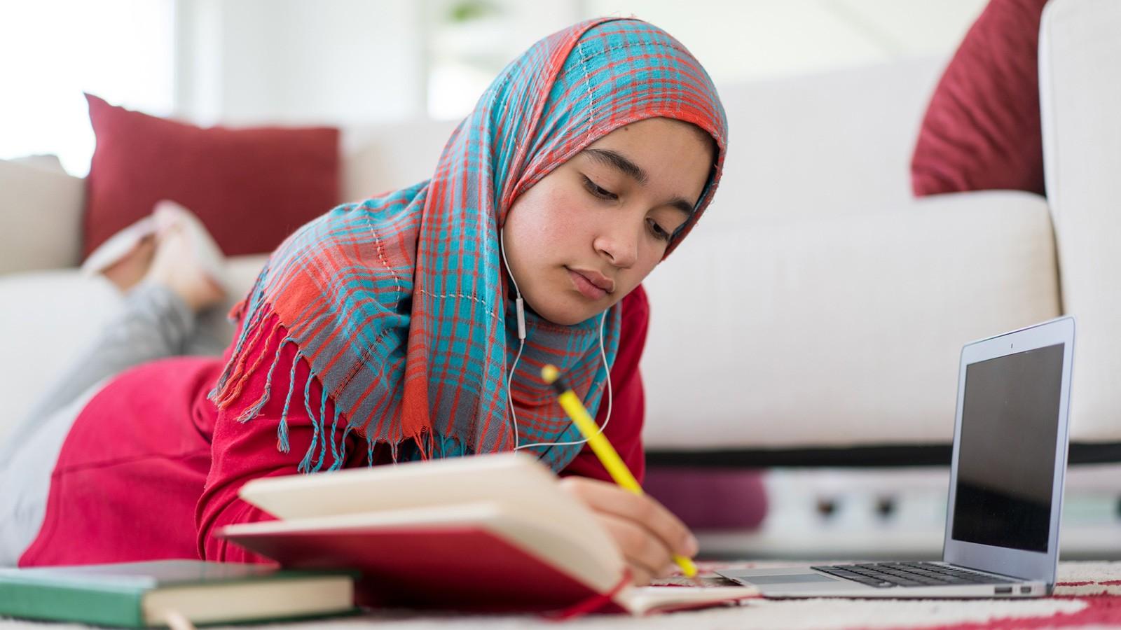 girl analyzing a poem