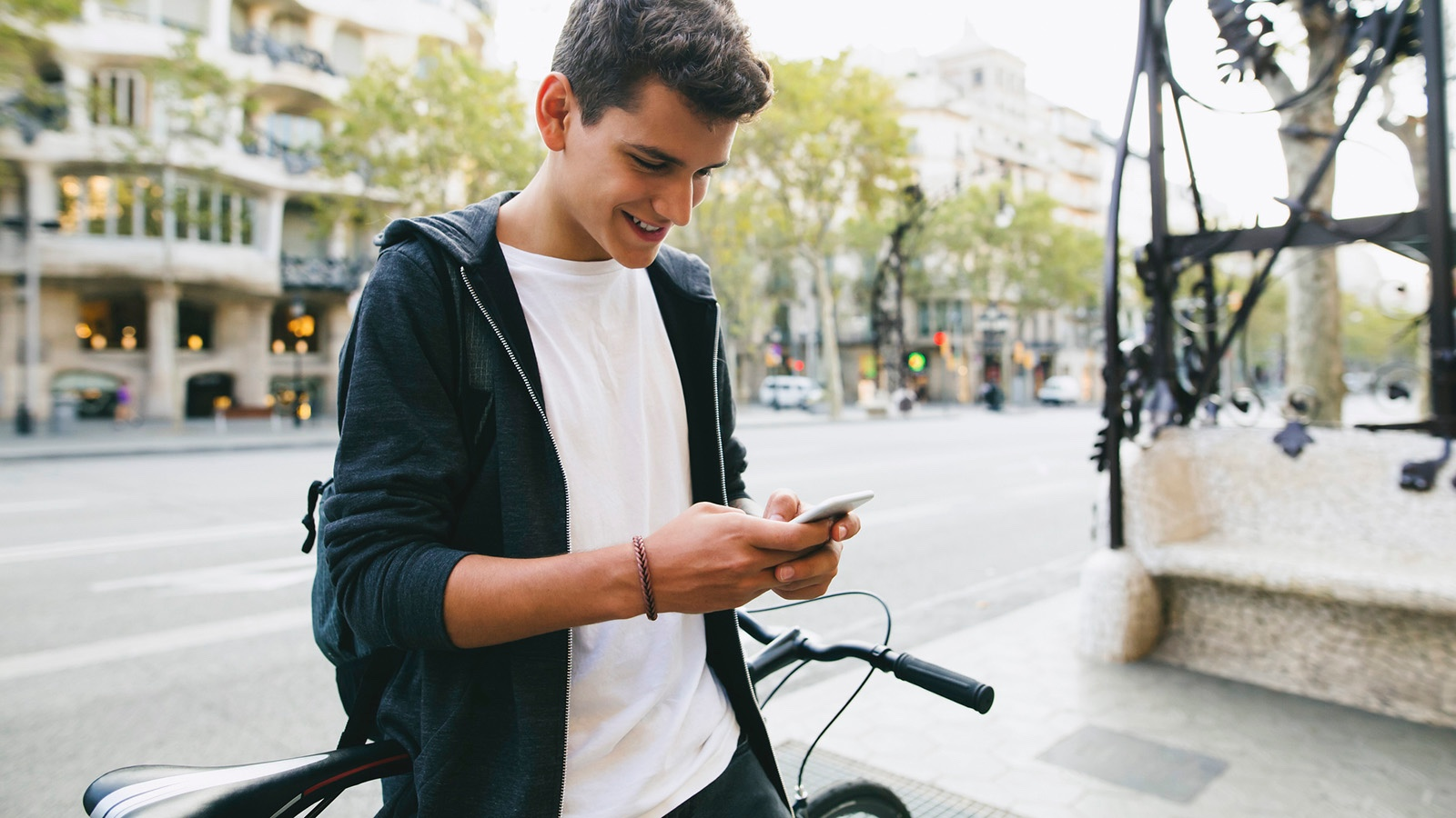 Teenager texting using abbreviations