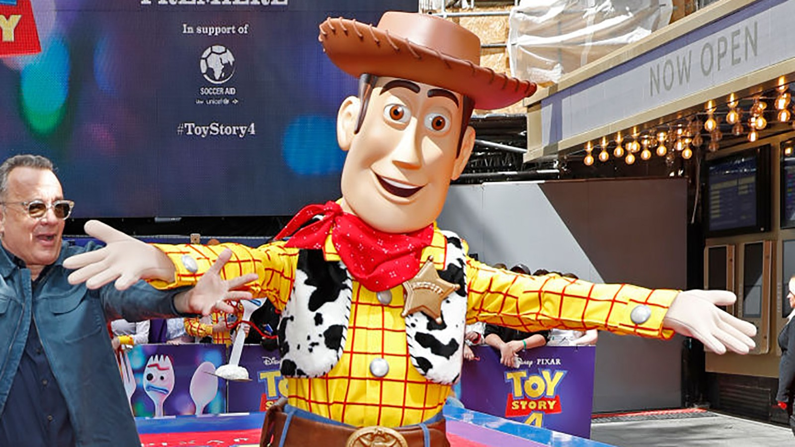 tom hanks and woody toy story 4