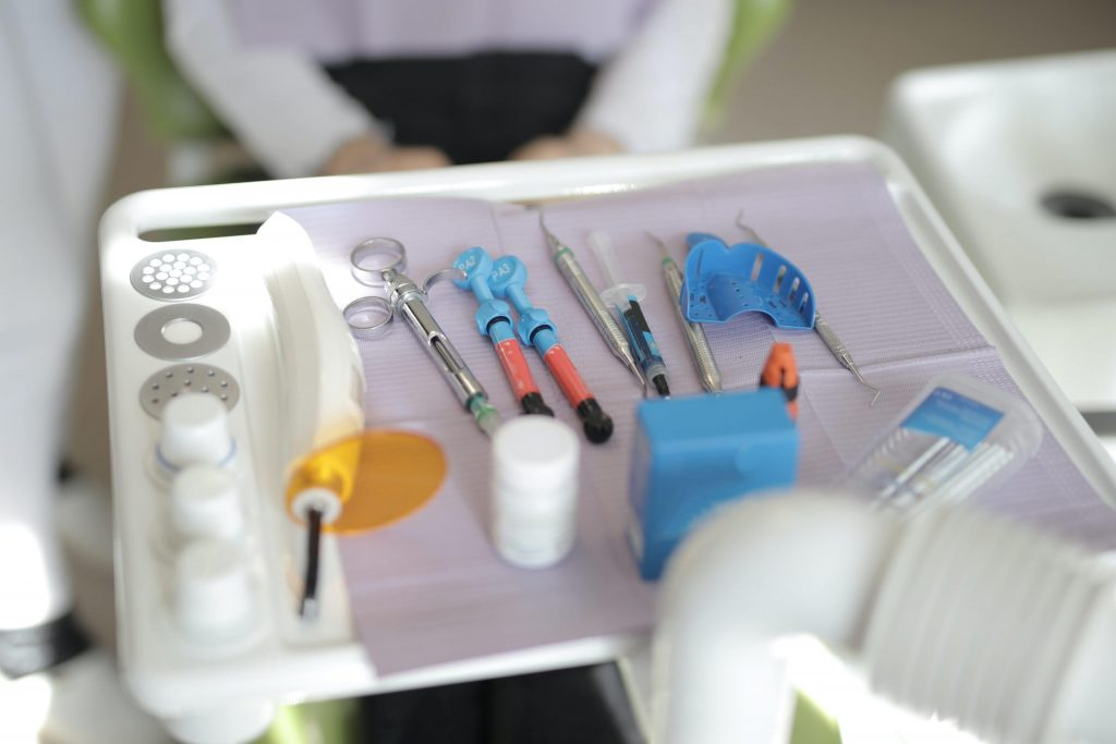 b61e030f-medical-tools-placed-on-tray-in-modern-clinic-3884085-min-scaled.jpg