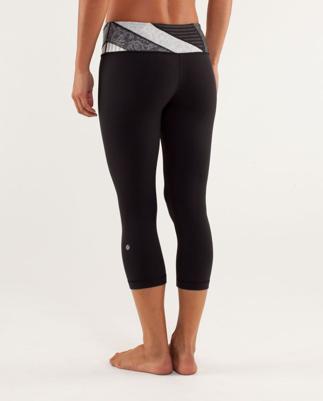 Lululemon Wunder Under Crop - Black / Quilting Winter 4 / Black