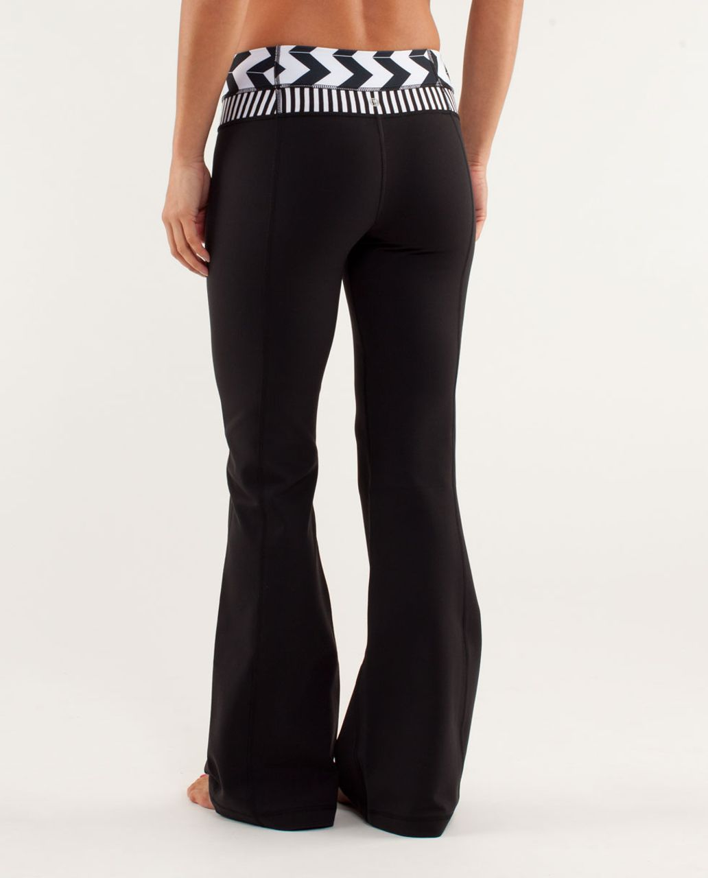 Lululemon Groove Pant *Slim (Regular) - Black / Arrow Chevron White Black / Classic Stripe Black And White
