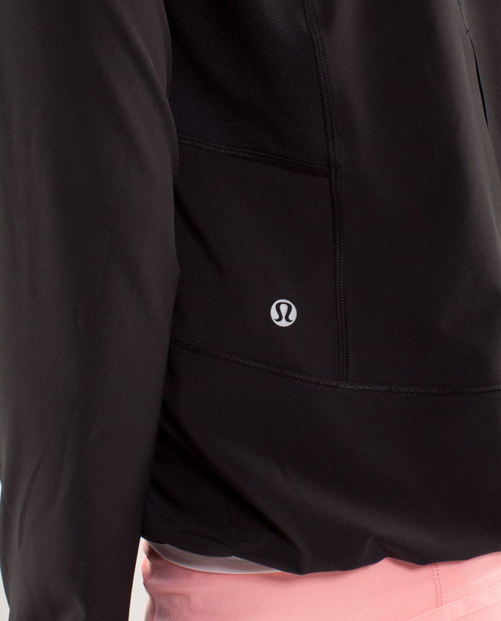 Lululemon Run:  Stash & Dash Pullover - Black