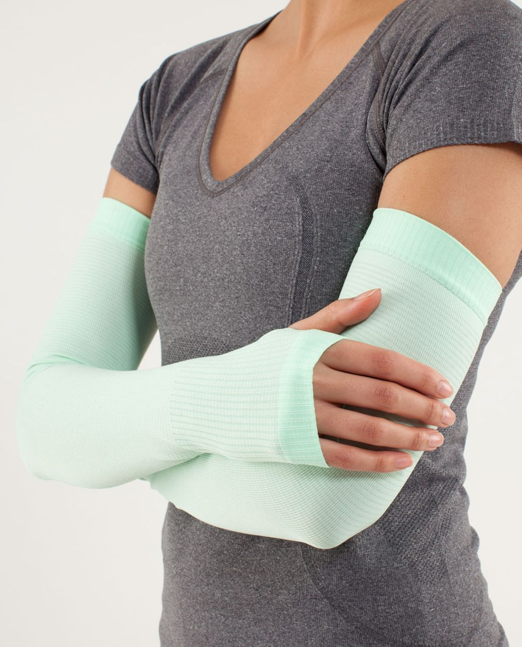Lululemon Swiftly Arm Warmers - Fresh Teal