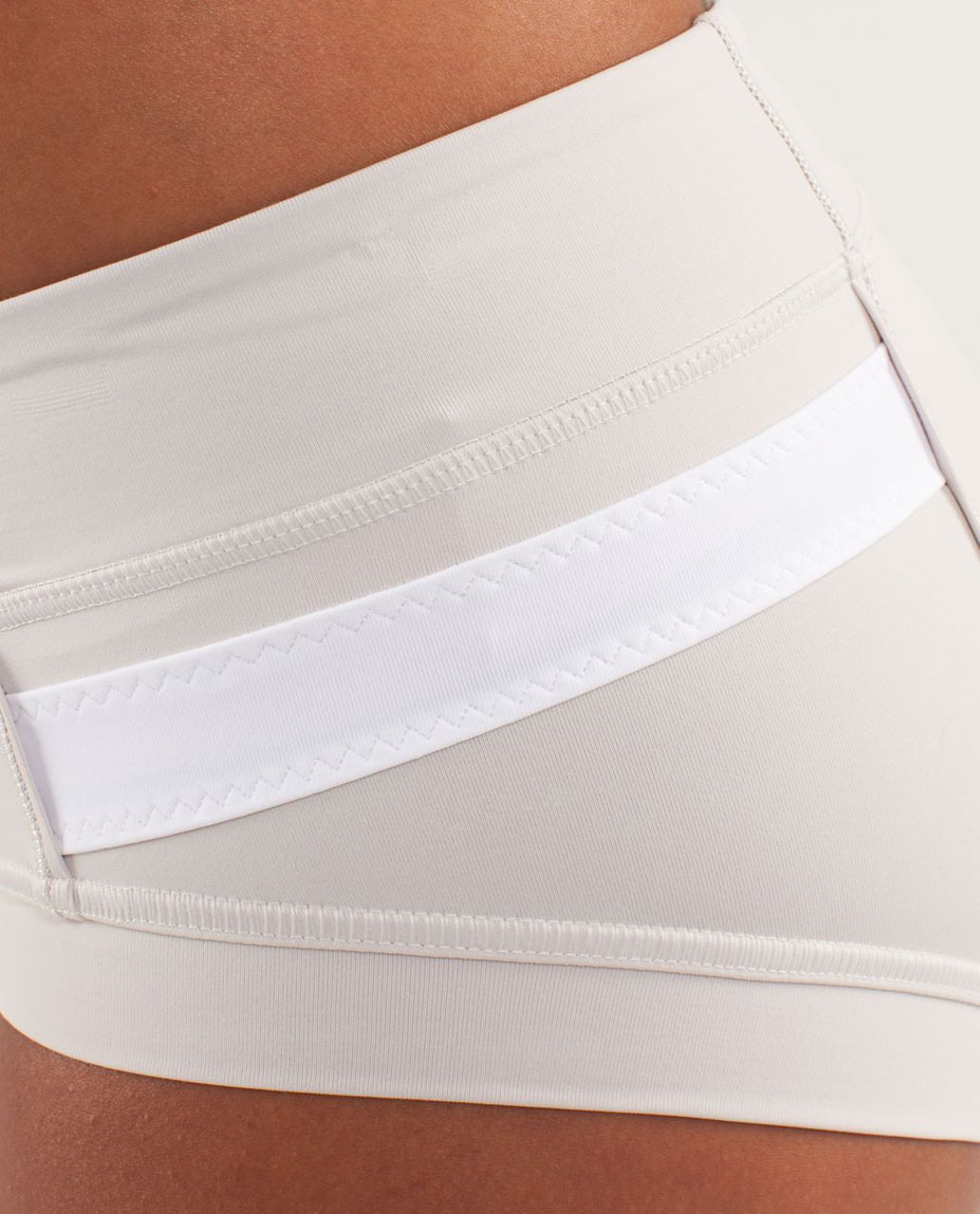 Lululemon Heat It Up Short - Dune / White