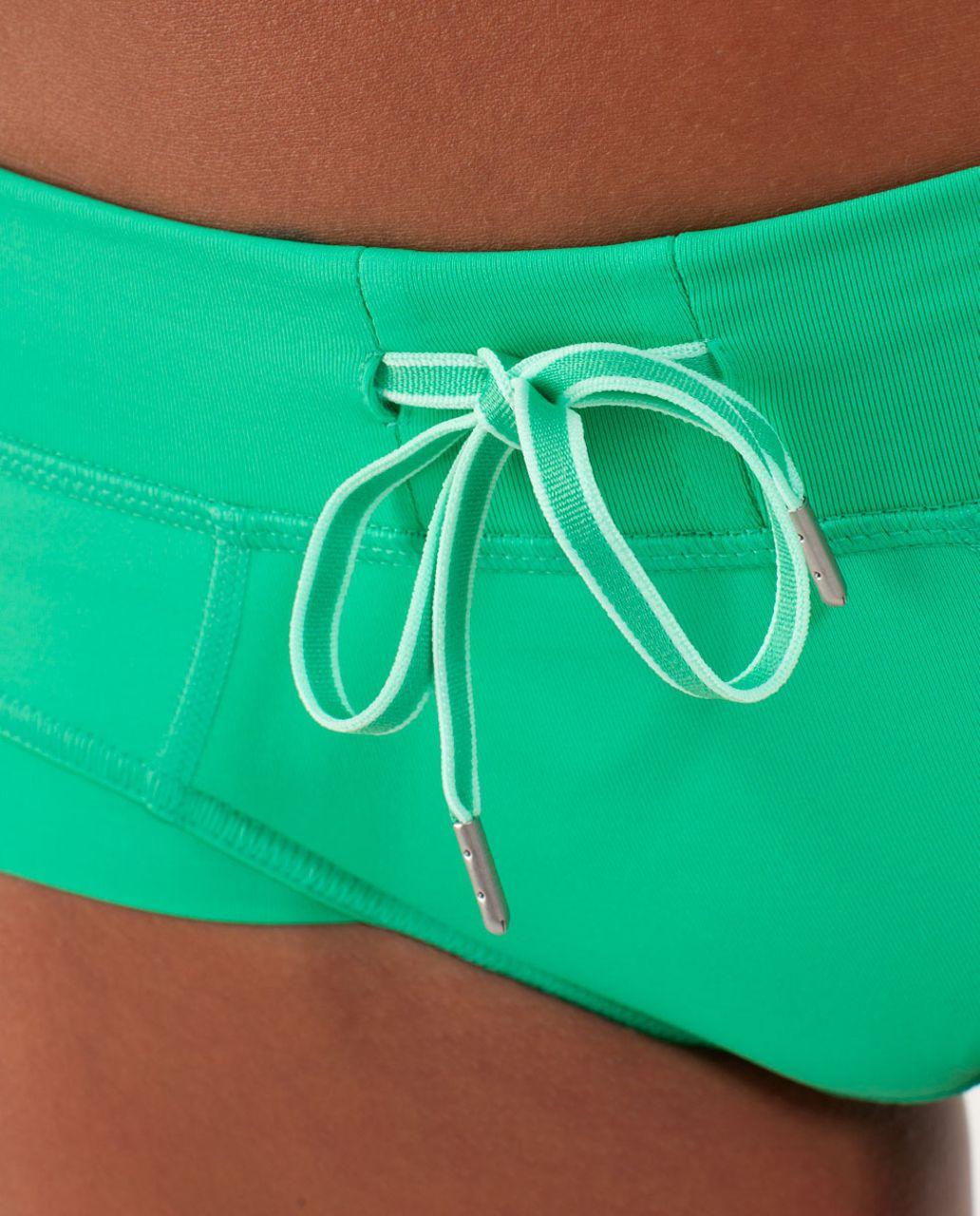 Lululemon Heat It Up Short - Very Green / Fresh Teal