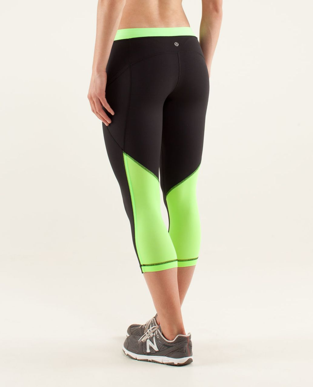 Lululemon Beach Runner Crop - Black / Zippy Green