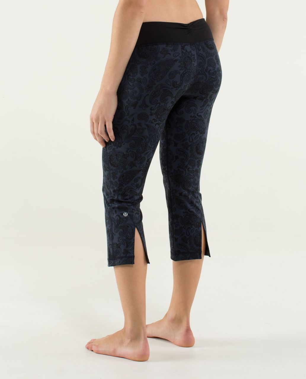 Lululemon Gather & Crow Crop - Paisley Inkwell / Black / Inkwell
