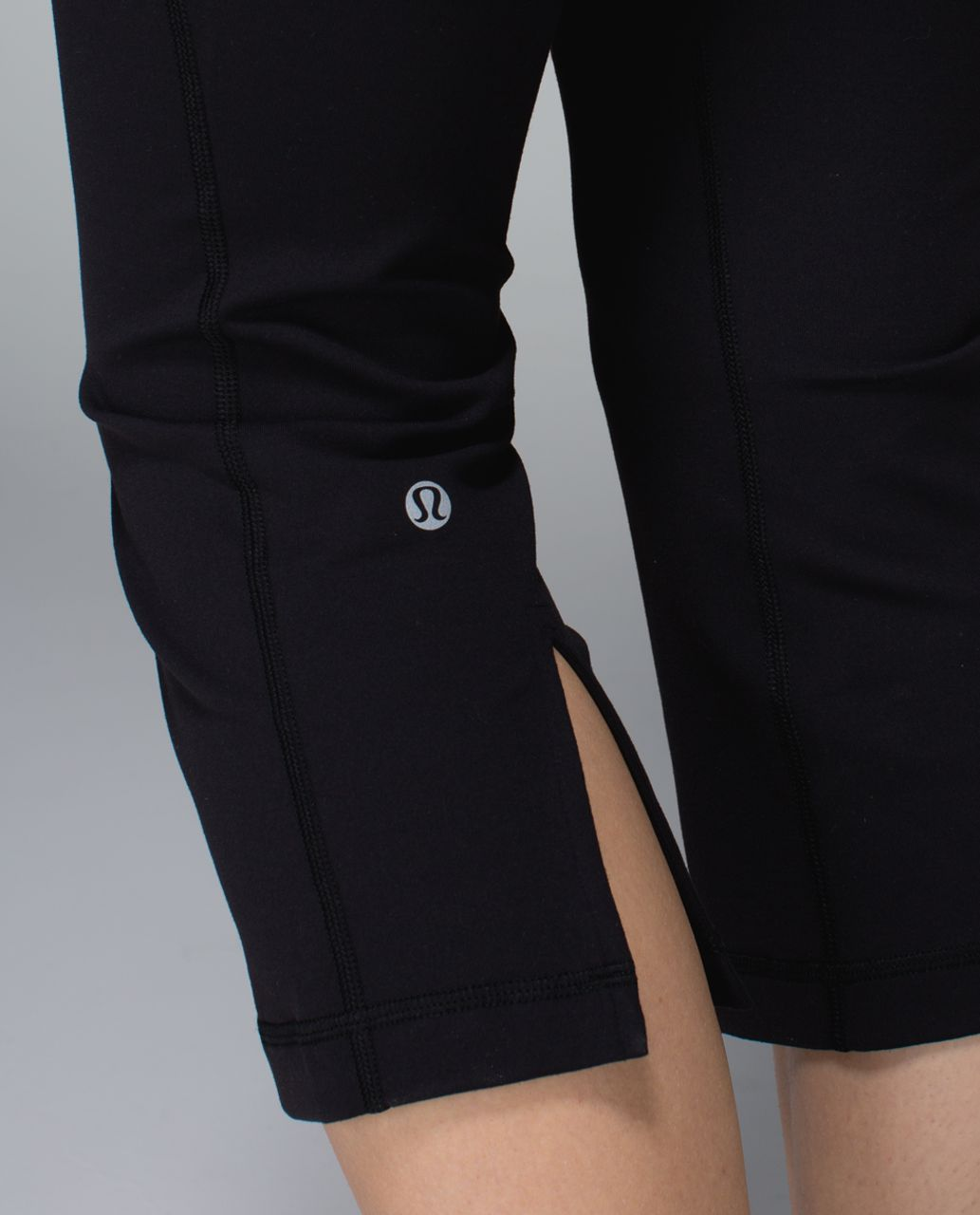 Lululemon Gather & Crow Crop *Full-On Luon - Black / Quilt Winter 13-06