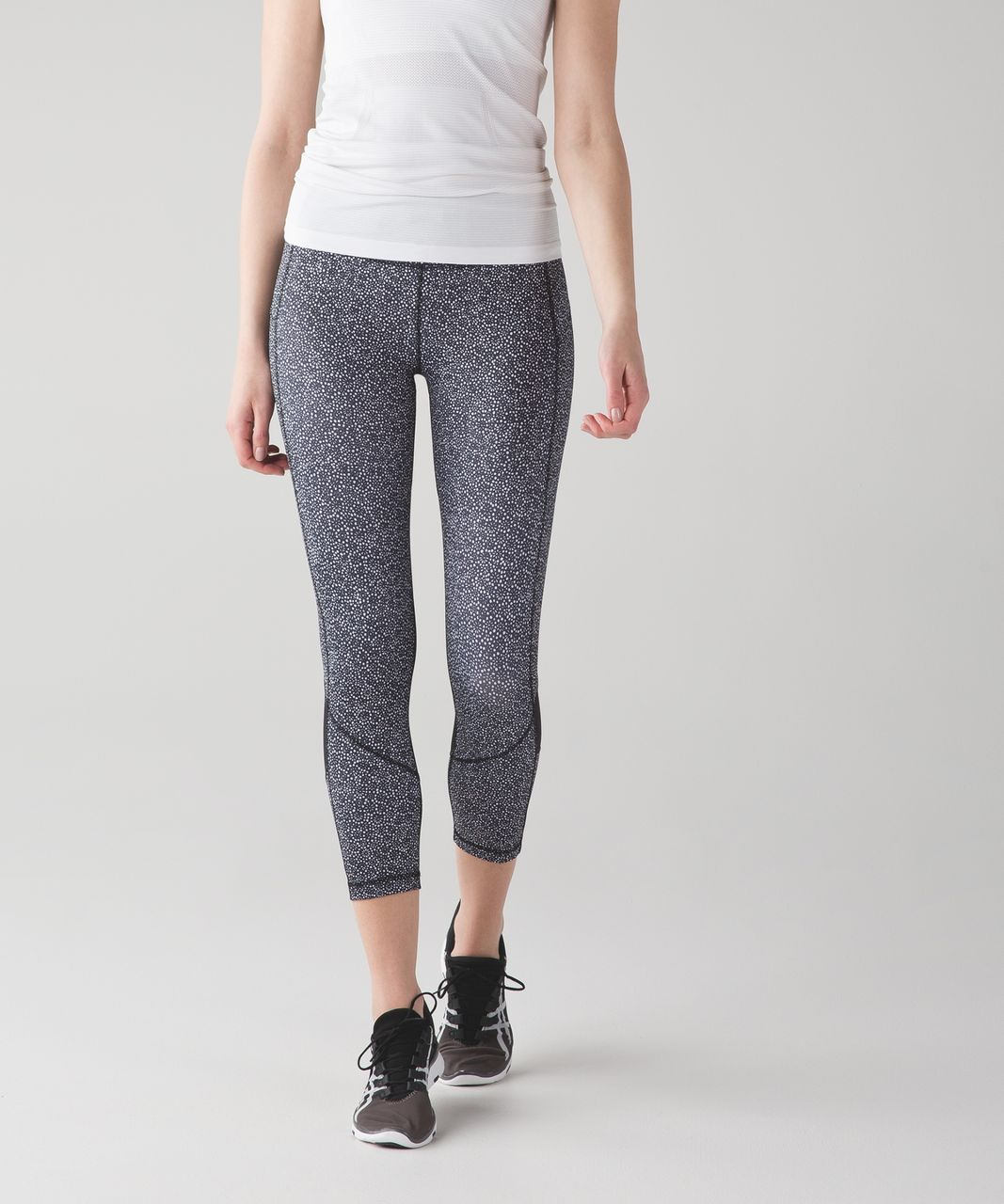Lululemon Pace Rival Crop - Freckle Flower Black White / Black