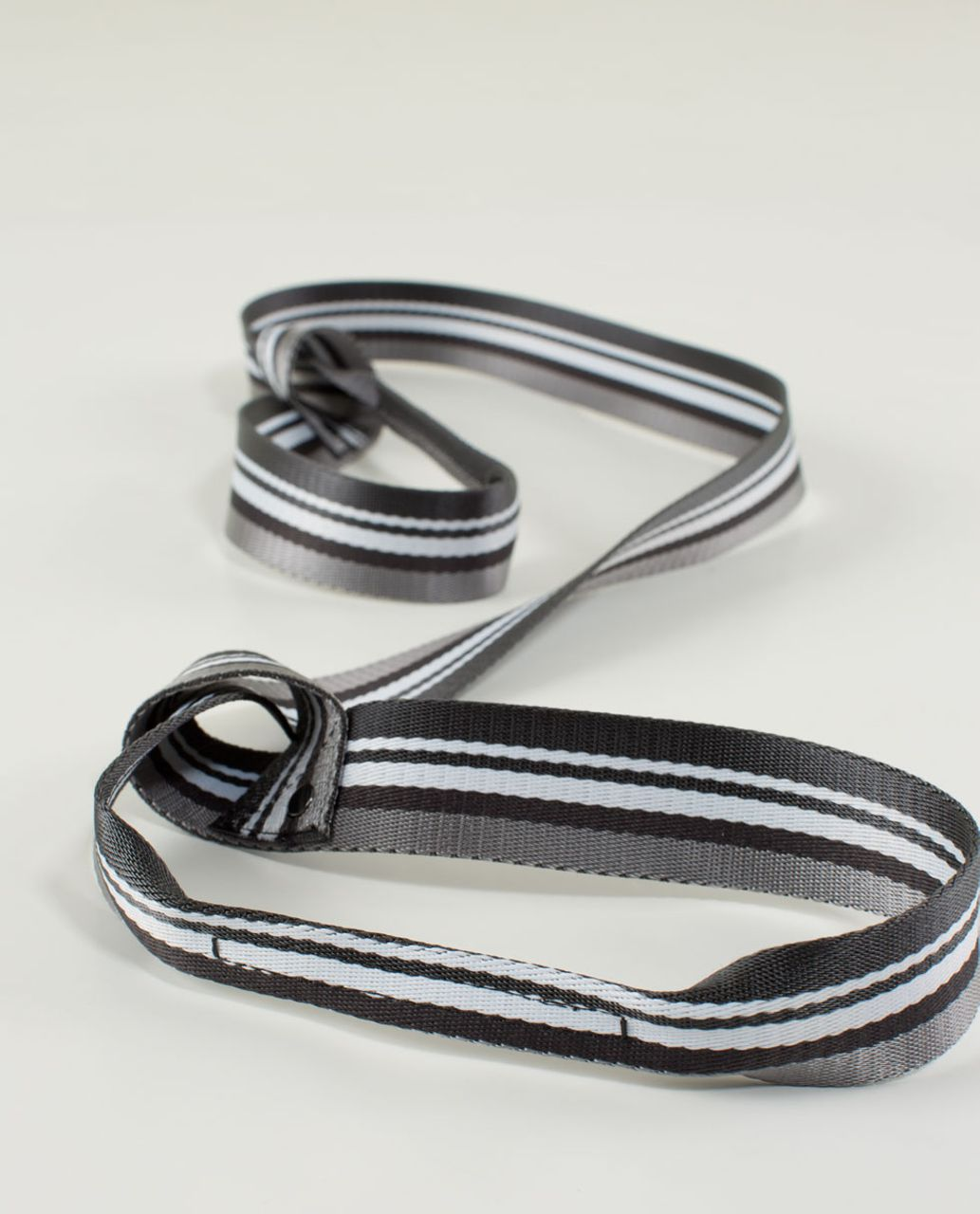 Lululemon Loop It Up Mat Strap - Ambient Grey / Soot / White / Soot / White