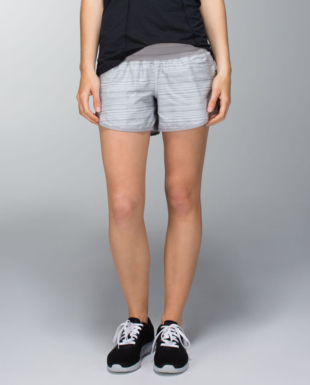 Lululemon Tracker Short II *2-way Stretch - Wee Are From Space Silver Spoon / Ambient Grey