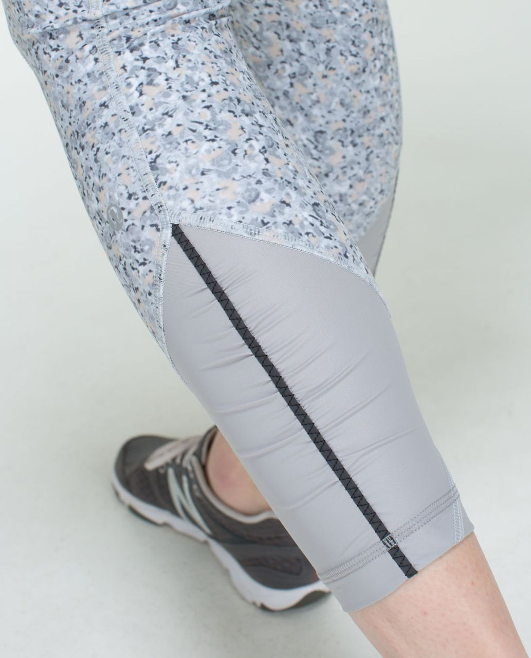 Lululemon Pace Queen Tight - Petite Fleur Silver Spoon / Ambient Grey