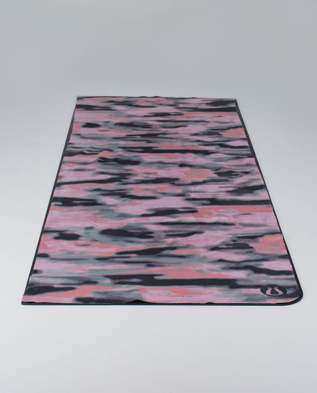 Lululemon The Towel *Printed - Giant Wamo Camo Barely Pink