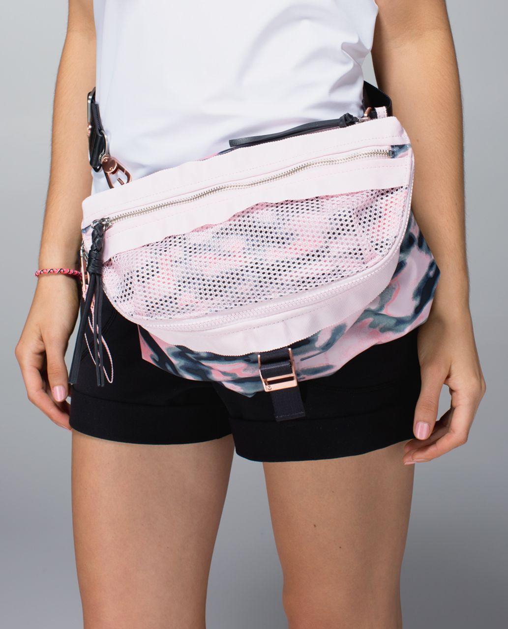 Lululemon Go Lightly Bag - Wamo Camo Barely Pink / Deep Coal