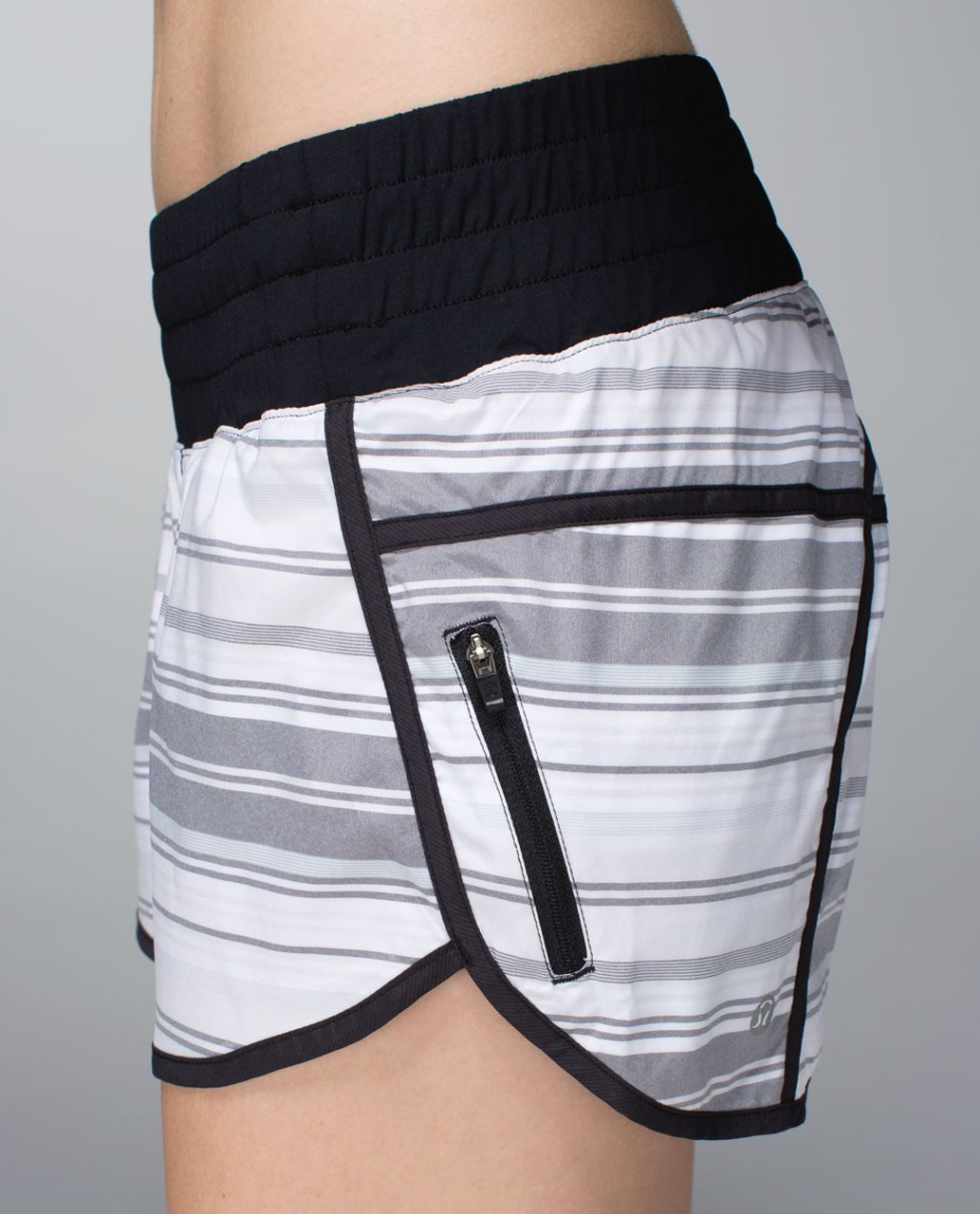 Lululemon Tracker Short II *2-way Stretch - Mini Groovy Stripe Dune Horizontal / Black
