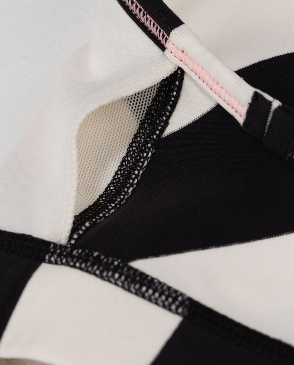 Lululemon Flow Y Bra IV - Steep Stripe Black Horizontal / Black