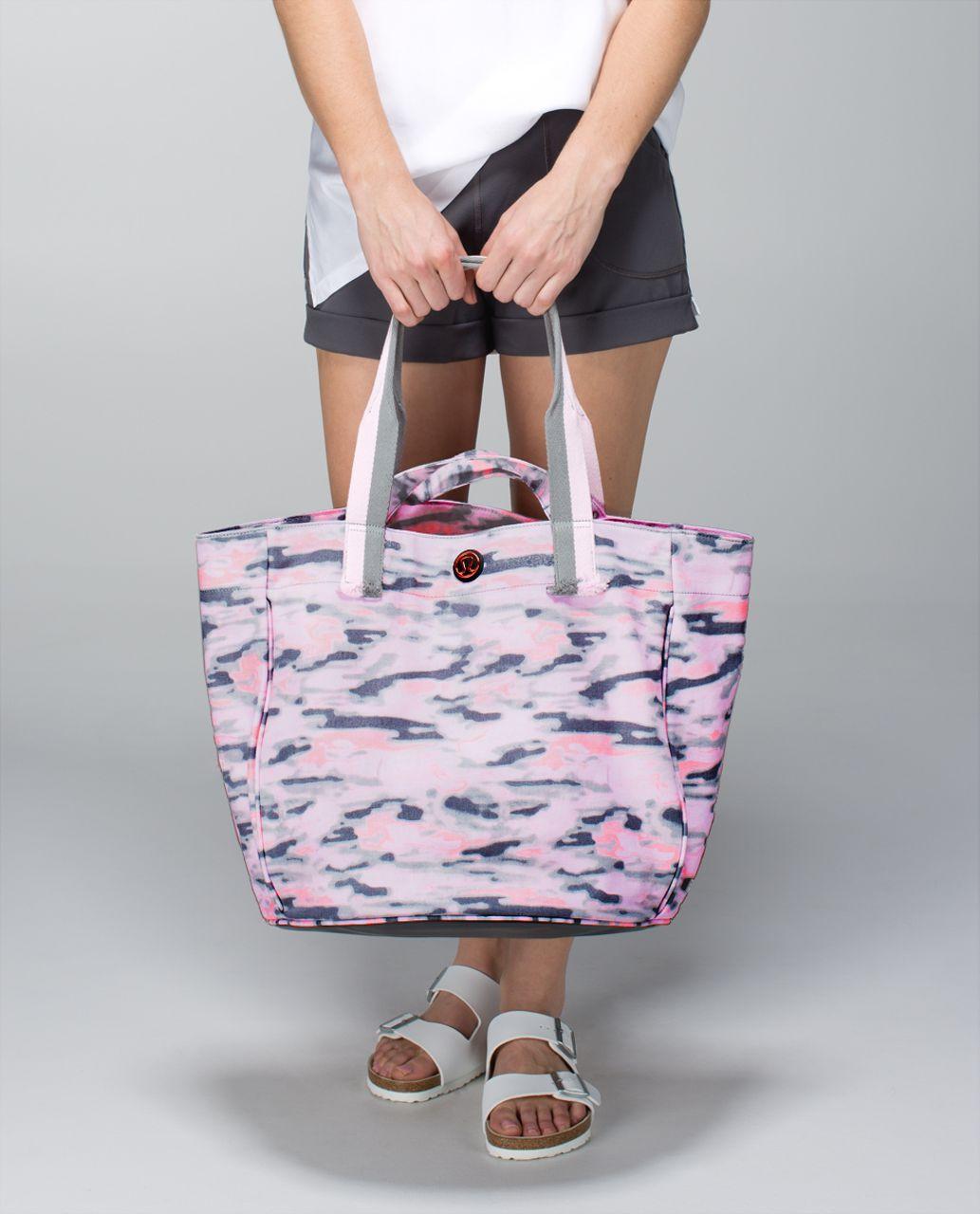 Lululemon Beach Breaker Bag - Wamo Camo Barely Pink / Exploded Manifesto Pop Block Embossed Bleached Coral