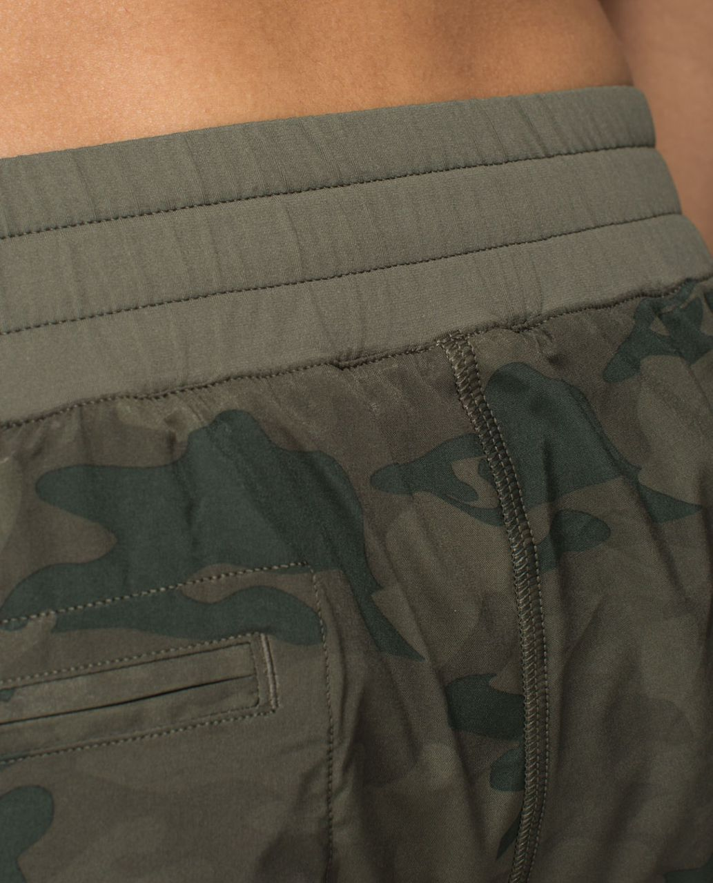 Lululemon Hotty Hot Short - Savasana Camo 20cm Fatigue Green / Fatigue Green