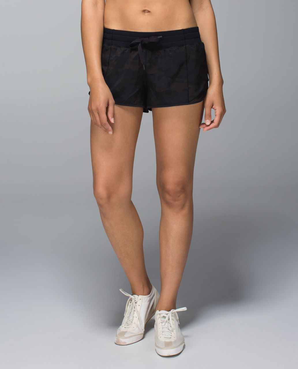 Lululemon Hotty Hot Short - Savasana Camo 20cm New Black / Black