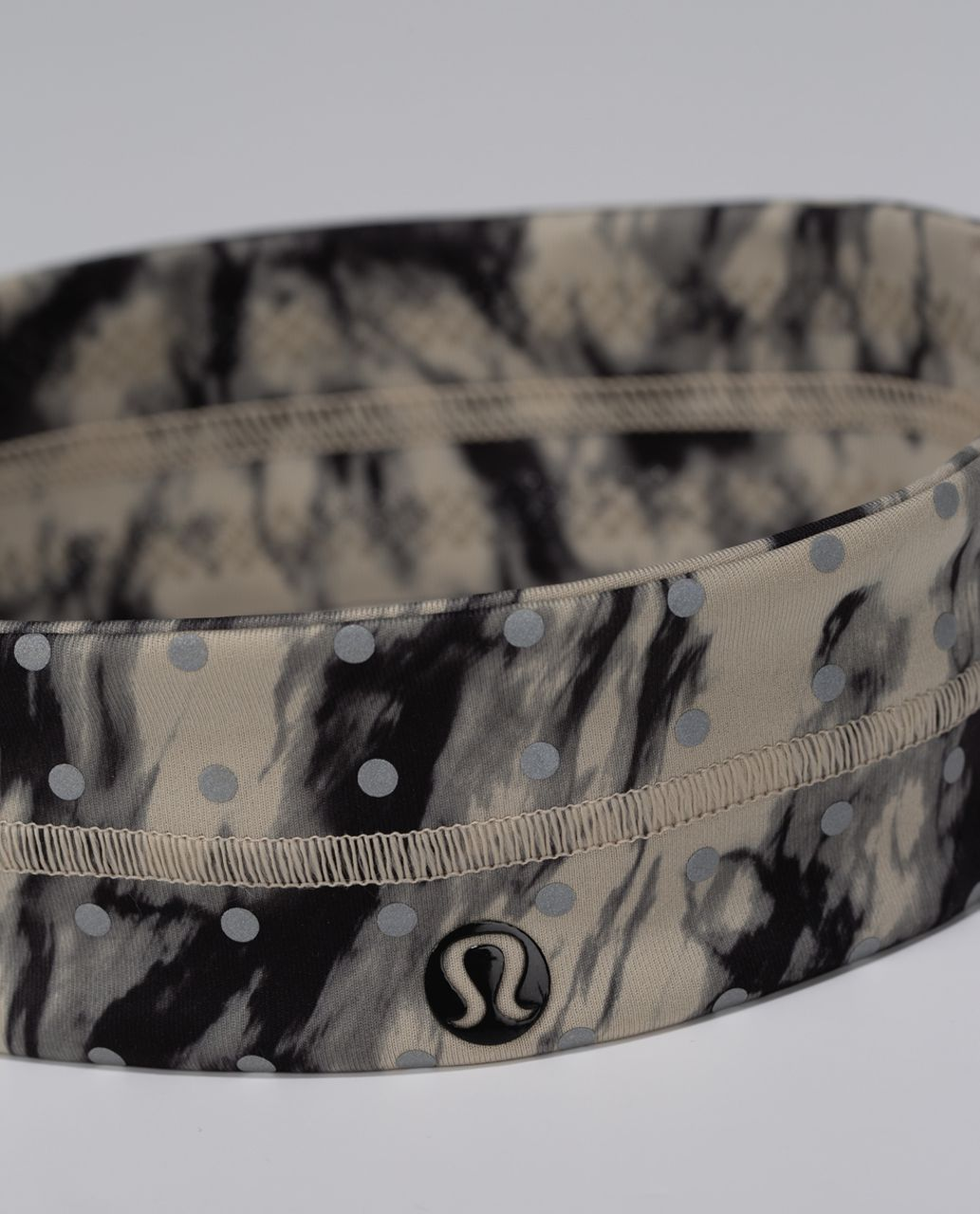 Lululemon Fly Away Tamer Headband *Luxtreme (Reflective) - Great Granite Black Mojave Tan