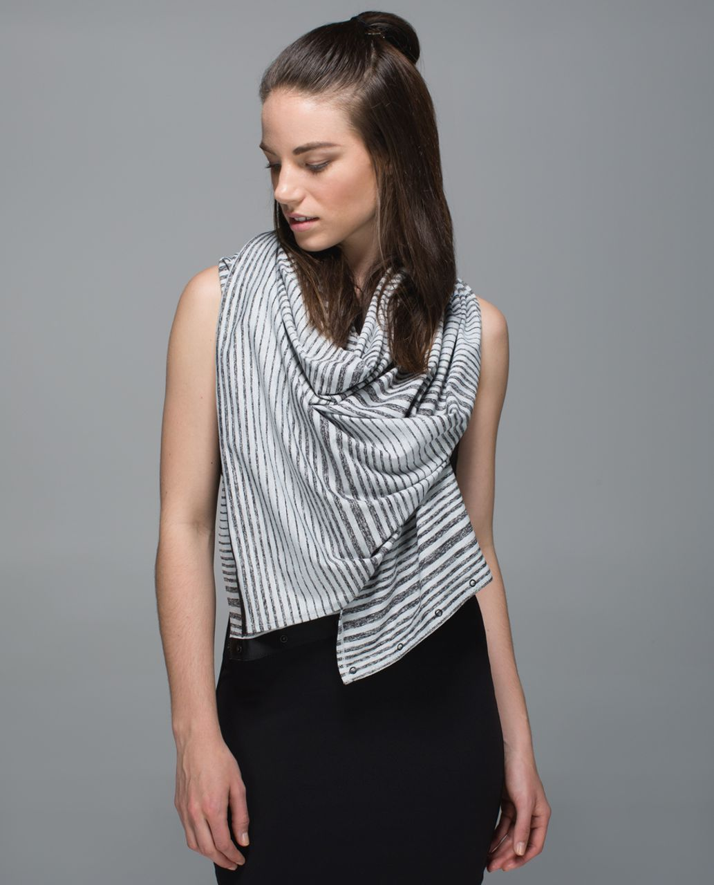 Lululemon Vinyasa Scarf *Rulu - Mini Akido Stripe Heathered Black Heathered Silver Spoon (First Release)