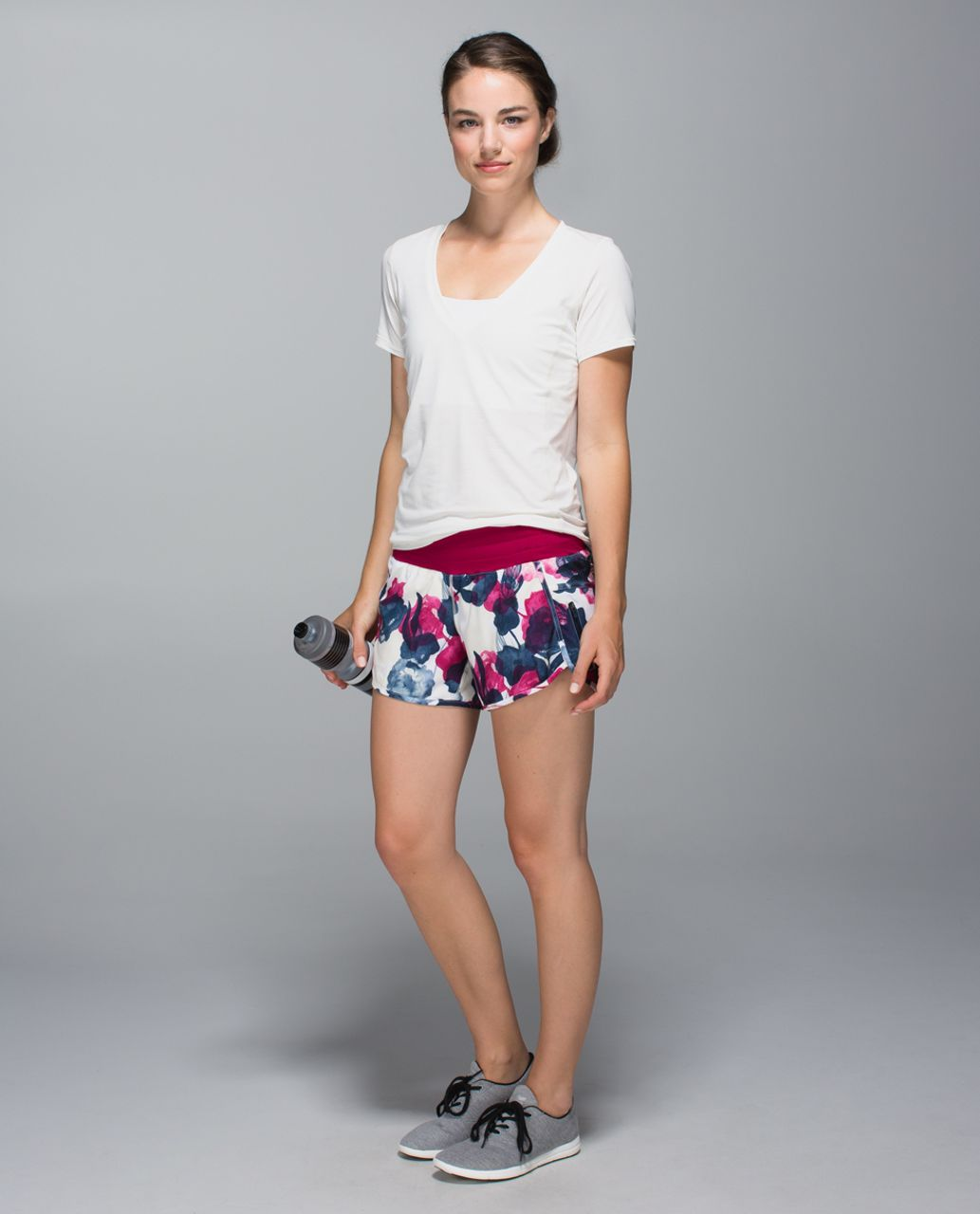 Lululemon Tracker Short II *4-way Stretch - Inky Floral Ghost Inkwell Bumble Berry / Bumble Berry