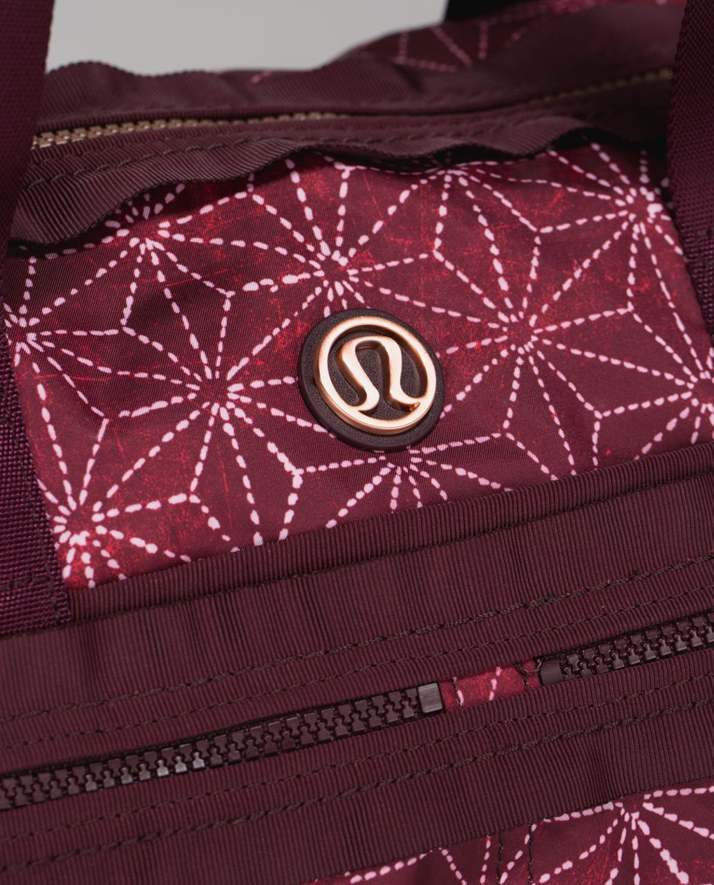 Lululemon Gym To Win Duffel *Polyester - Exploded Sachico Star Bordeaux Drama Ghost / Bordeaux Drama