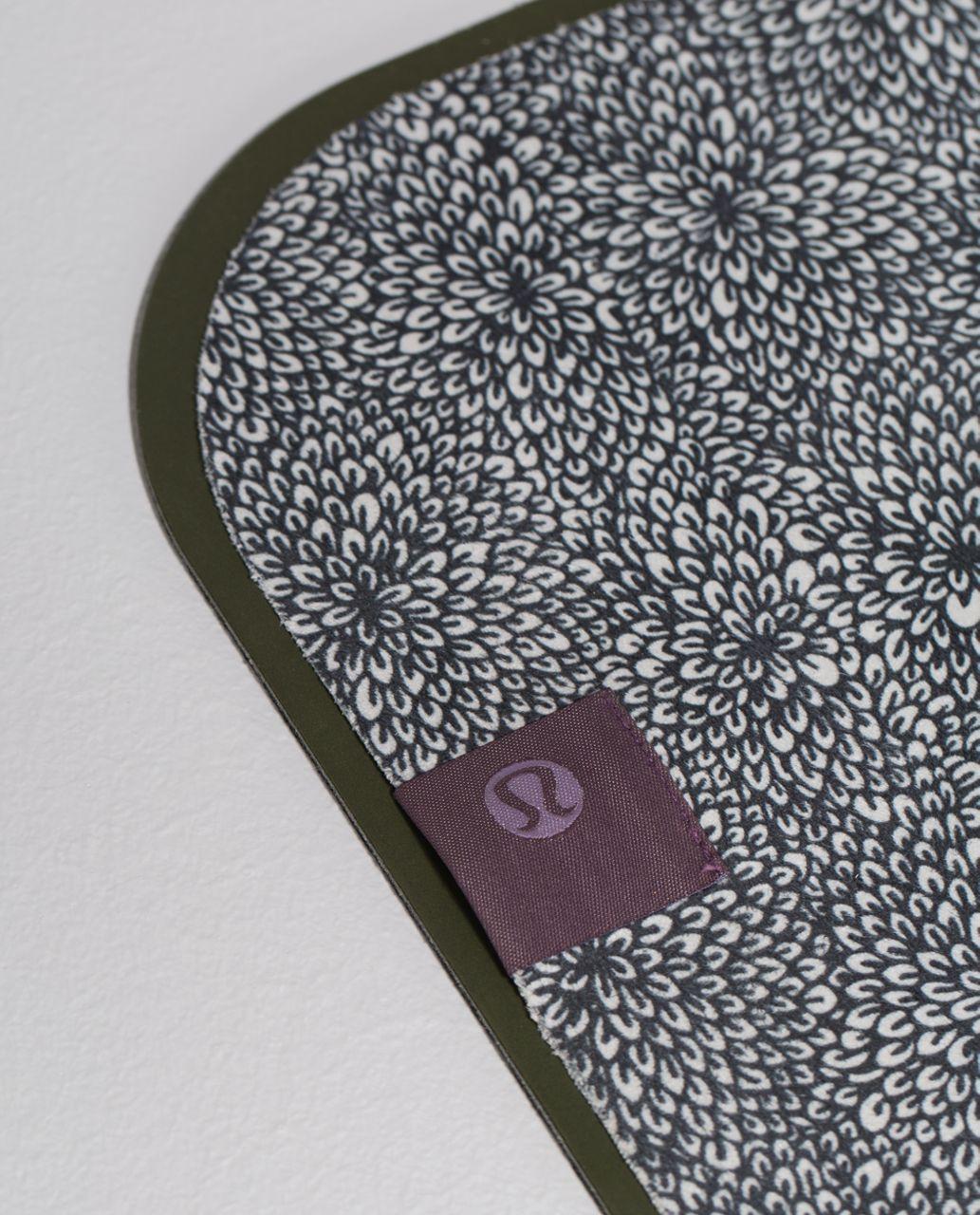Lululemon The Towel *Printed - Plush Petal Black Ghost