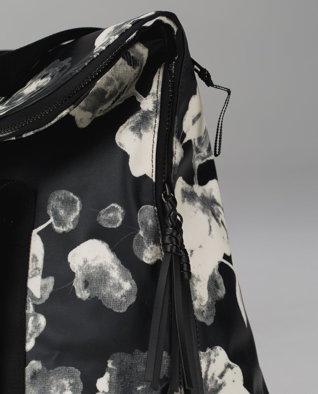 Lululemon Flowin' With My Omies Tote - Inky Floral Black Ghost / Black