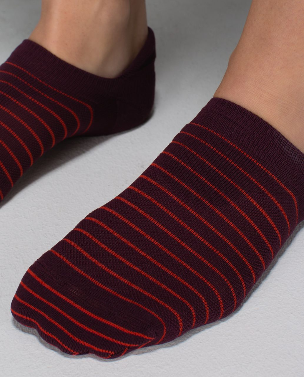 Lululemon Women's Ultimate No Show Run Sock *Ergo Toes - 2x8 Bordeaux Drama