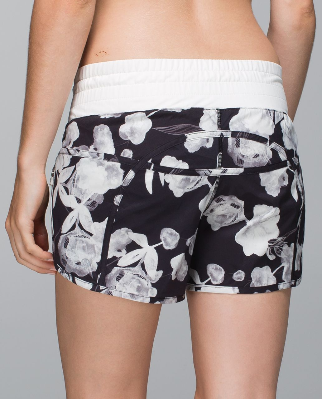 Lululemon Tracker Short II *2-way Stretch - Inky Floral Black Ghost / Ghost