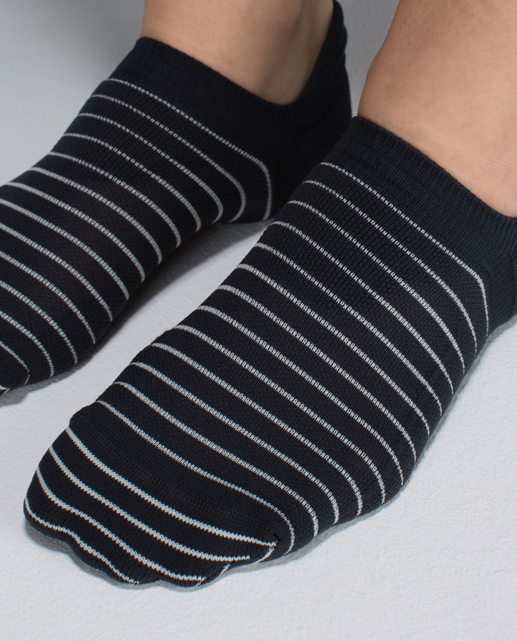 Lululemon Women's Ultimate No Show Run Sock - 2x8 Stripe Deep Coal