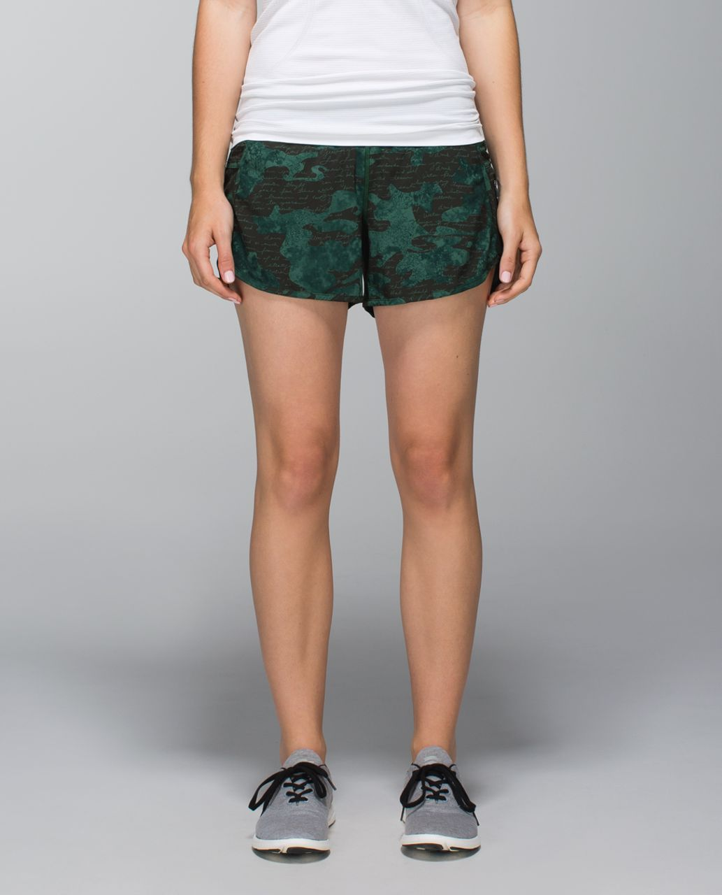 Lululemon Tracker Short II *4-way Stretch - Manifesto Script Camo Fuel Green / Fuel Green