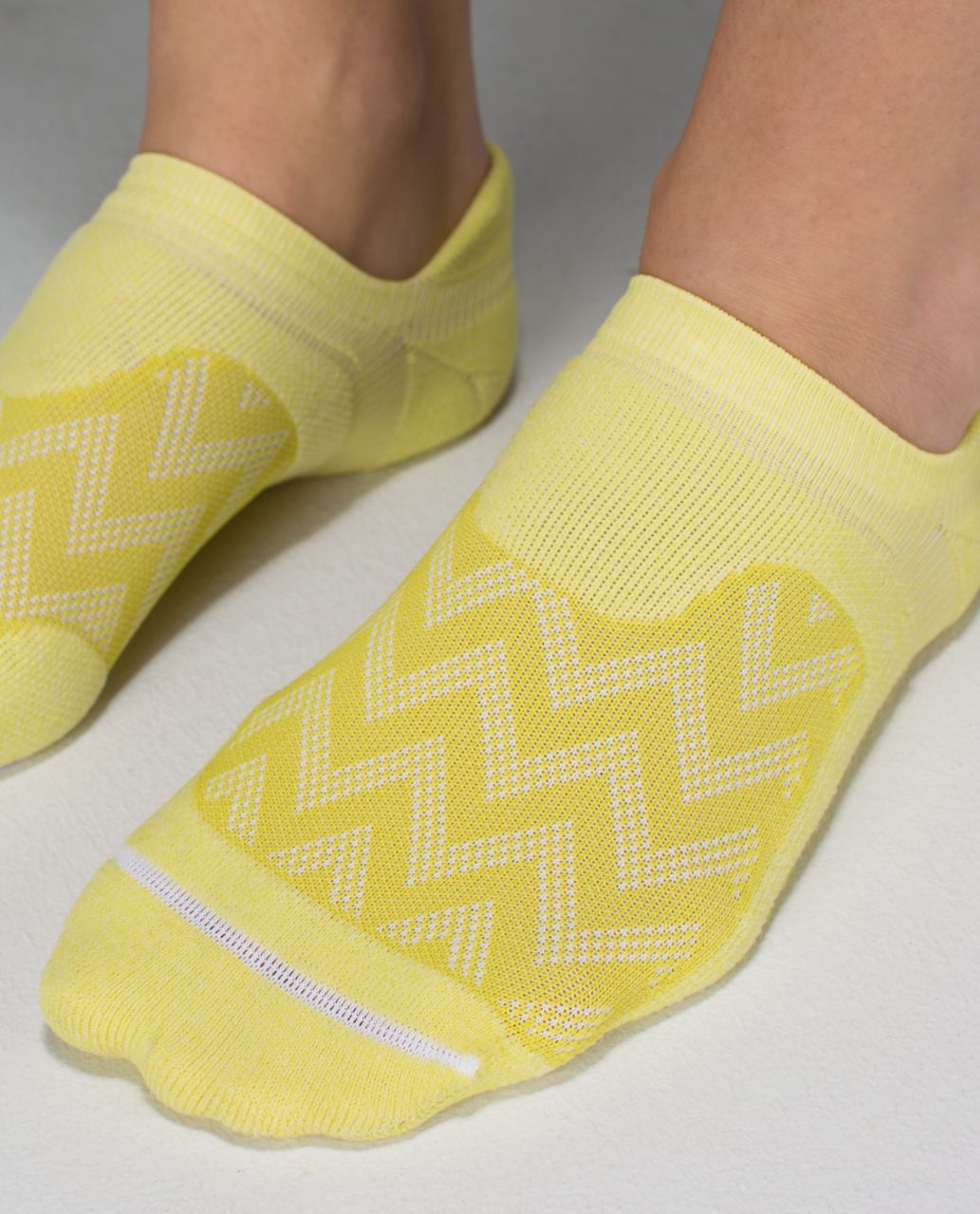 Lululemon Women's Ultimate No Show Run Sock - Chevron Mesh Almost Pear