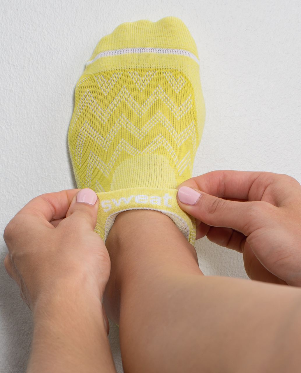 Lululemon Women's Ultimate No Show Run Sock - Chevron Mesh Almost Pear