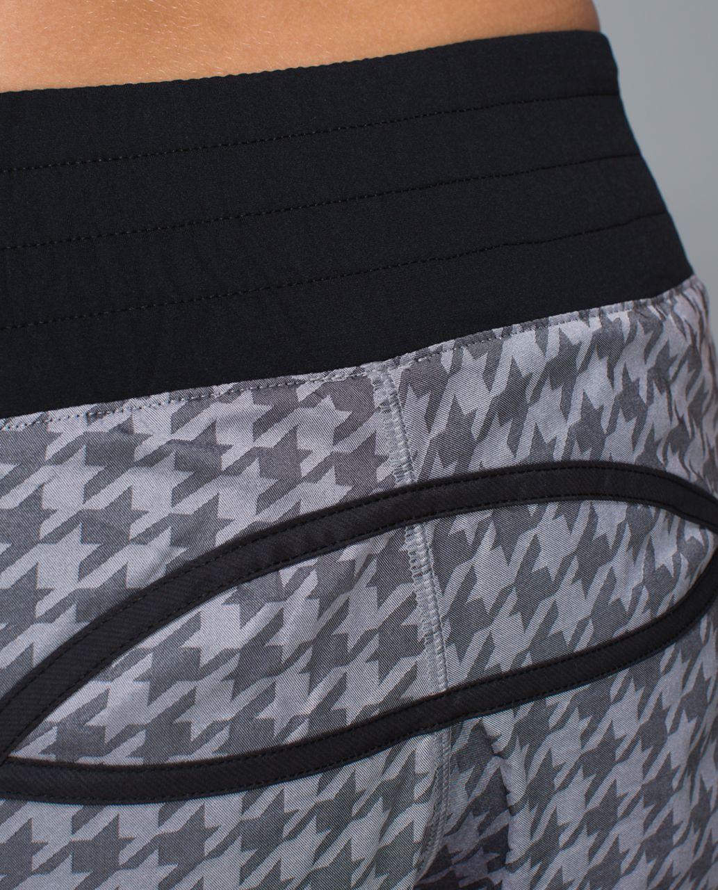 Lululemon Tracker Short II *2-way Stretch - Giant Houndstooth Jacquard Black White / Black