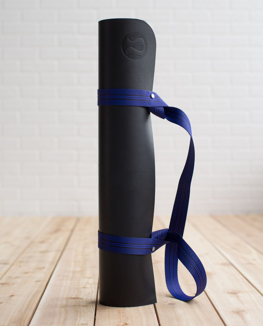 Lululemon Loop It Up Mat Strap - Black Grape / Pigment Blue