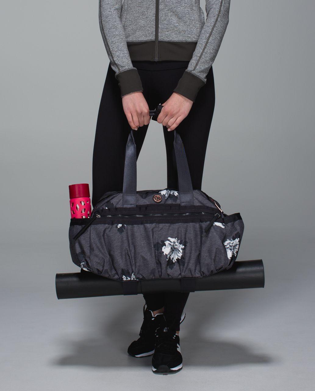 Lululemon Gym To Win Duffel *Polyester - Atomic Flower Silver Spoon Black