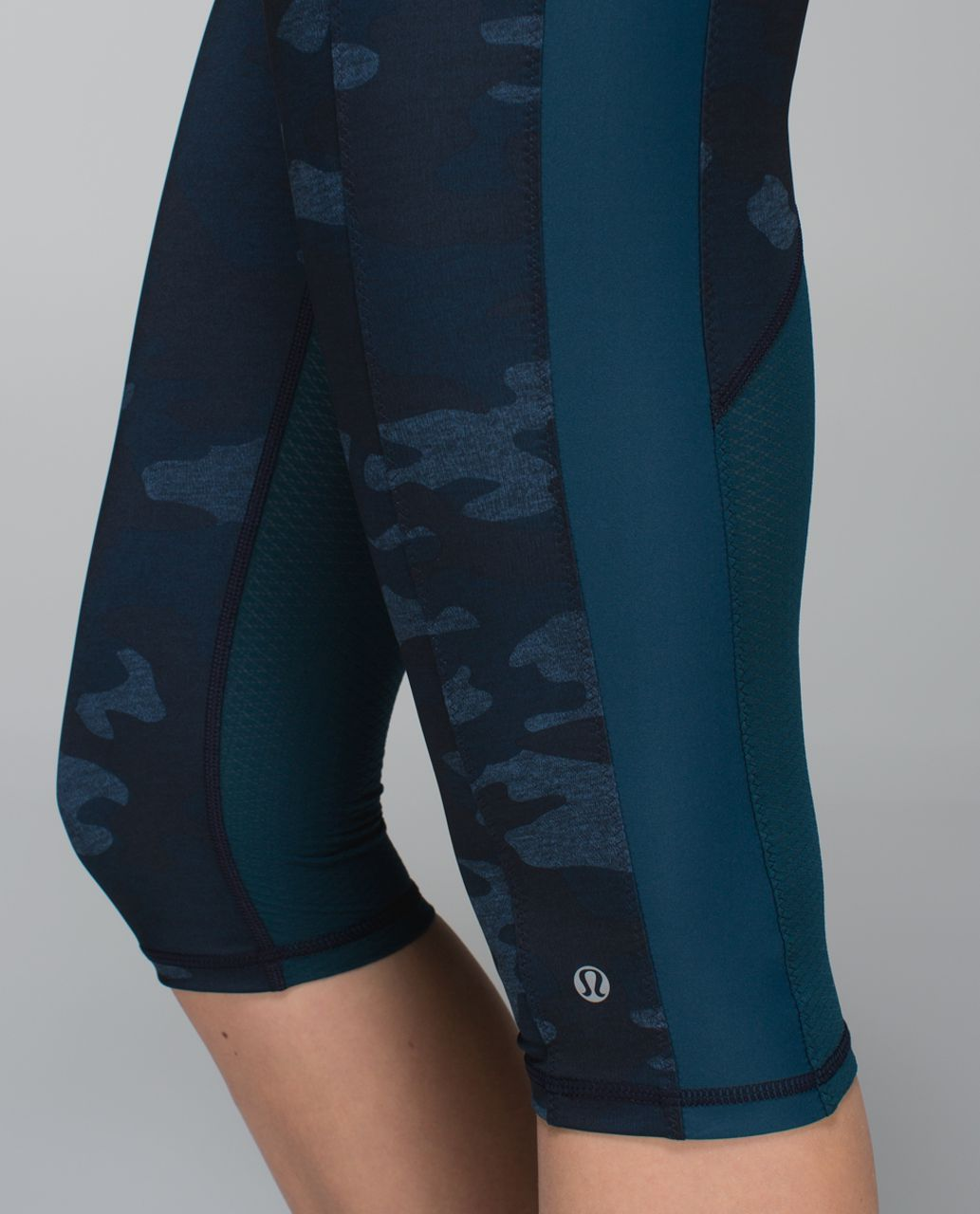 Lululemon Clip-In Crop - Heathered Texture Lotus Camo Oil Slick Blue / Alberta Lake