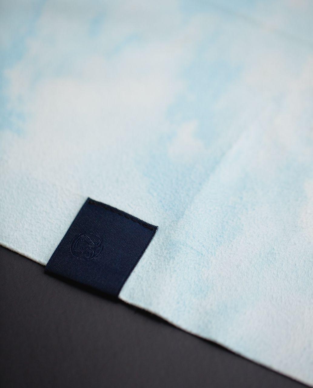 Lululemon The (Small) Towel - Exploded Nimbus Puff White Caspian Blue