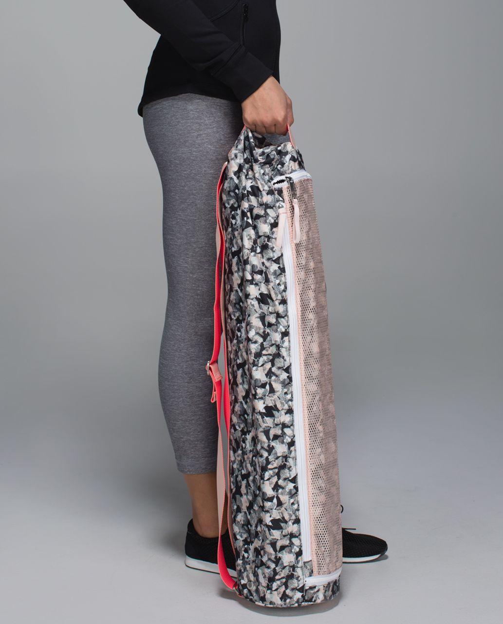 Lululemon Drishti Yoga Tote - Mystic Jungle Butter Pink Black / Butter Pink