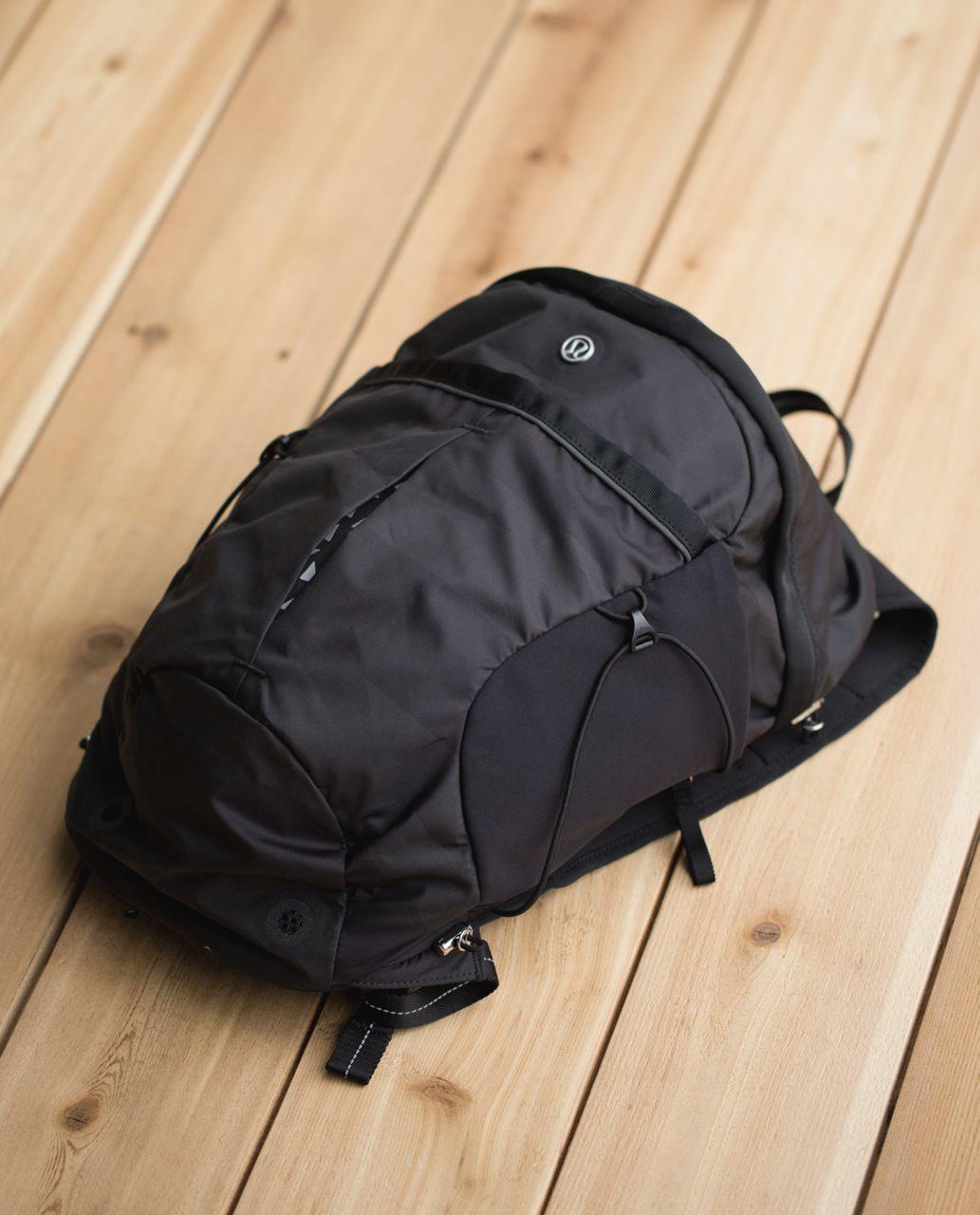 Lululemon Run All Day Backpack - Wide Bold Stripe Black Deep Coal / Black