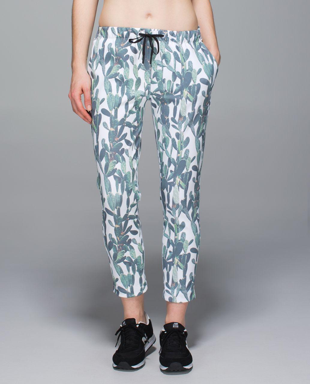 Lululemon Jet Crop *Slim Trouser - Mini Prickly Pear White Multi / White