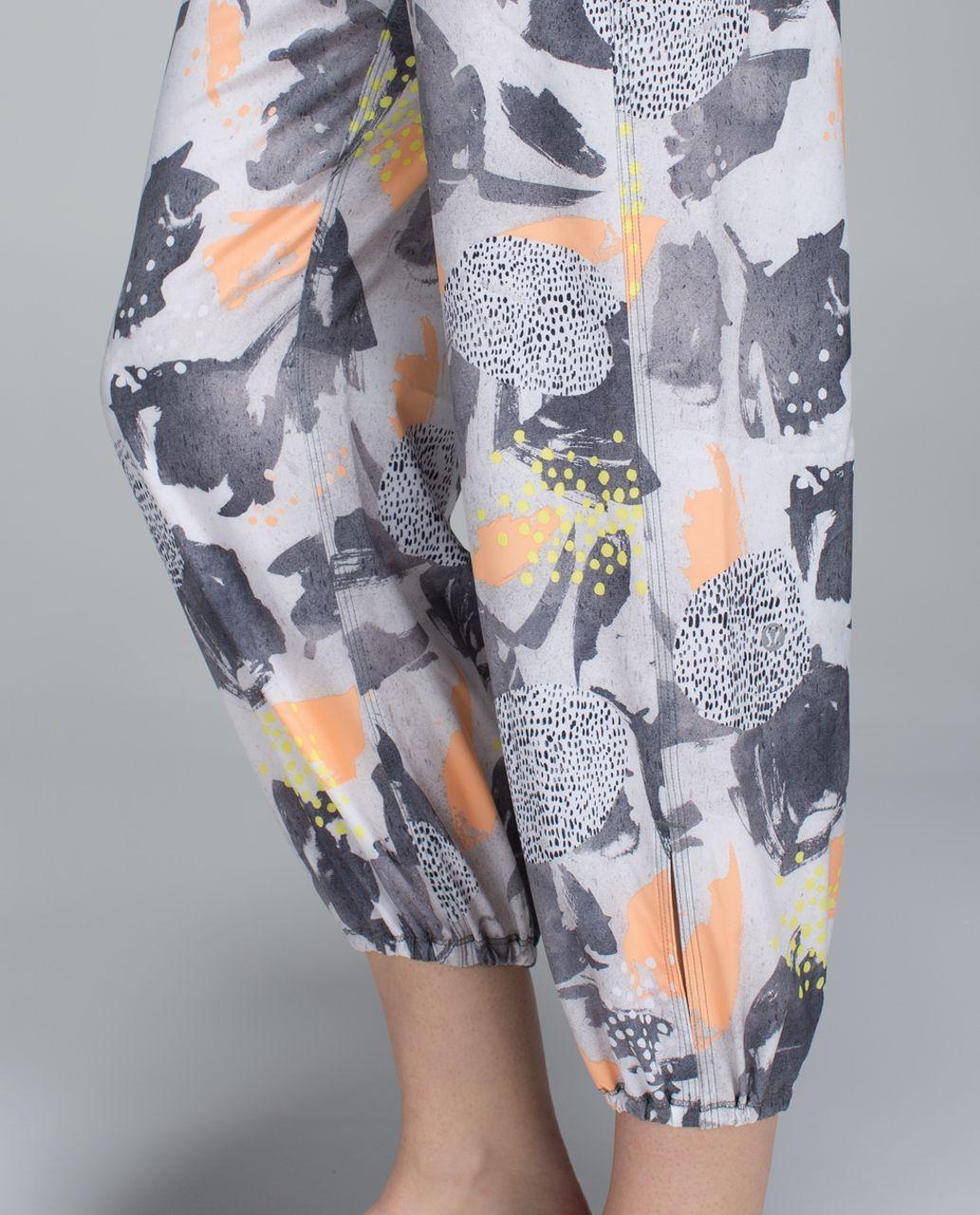 Lululemon Om Pant - Mini Art Pop White Multi / Slate